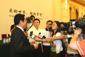 燕京啤酒董事长兼总经理李福成接受媒体采访