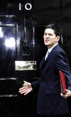41岁的米利班德是英国1977年以来最年轻的外交大臣。