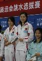 图文:奥运跳水选拔 郭晶晶吴敏霞在领奖台上