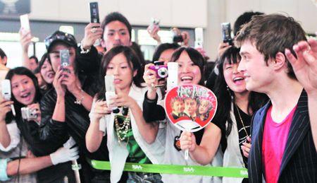 丹尼尔到日本受到众多粉丝的追捧