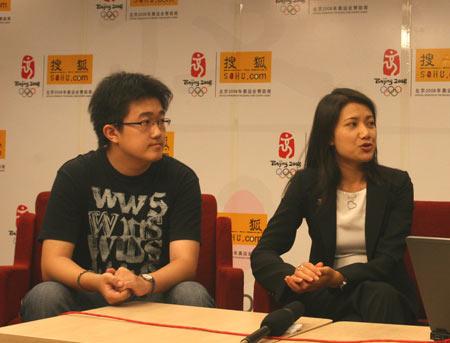 香港大学学生赵筱志和香港大学中国事务副总监黎慧霞