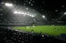 图文:国脚抵港备战回归杯 雨中的香港大球场