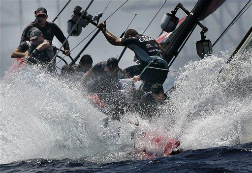 图文:美洲杯帆船赛决赛第5战 酋长队痛失好局