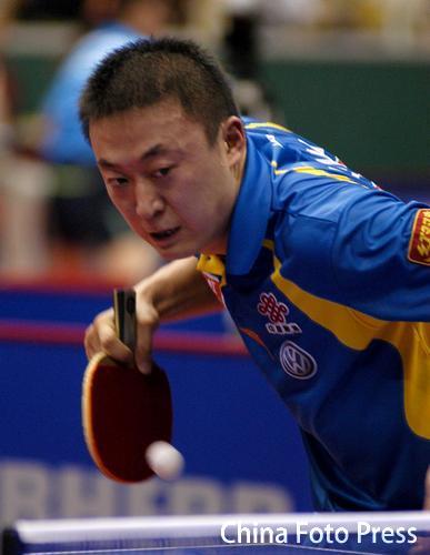 图文:中国乒球公开赛次日 马琳在比赛中