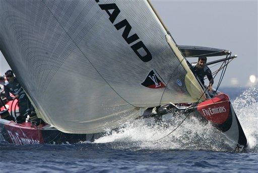 美洲杯帆船赛 图文/图文:美洲杯帆船赛第六场酋长号紧追不舍