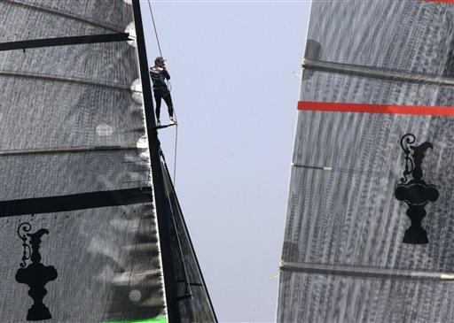 美洲杯帆船赛 图文/图文:美洲杯帆船赛第六场酋长号船员爬上桅杆