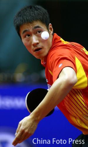 图文:中国公开赛半决赛 王励勤无遮挡发球