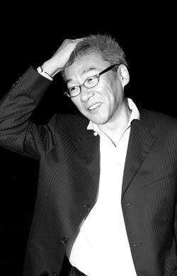 """杨德昌是上世纪80年代台湾""""新电影""""运动代表人物,2000年执导《一一》获得戛纳电影节最佳导演奖。"""