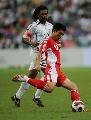 图文:国足2-0世界联队 卡伦布欣赏郑智脚法
