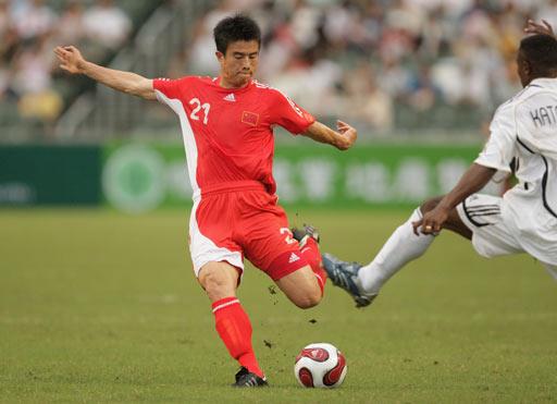 图文:回归杯国足2-0世界联队 孙祥传中瞬间