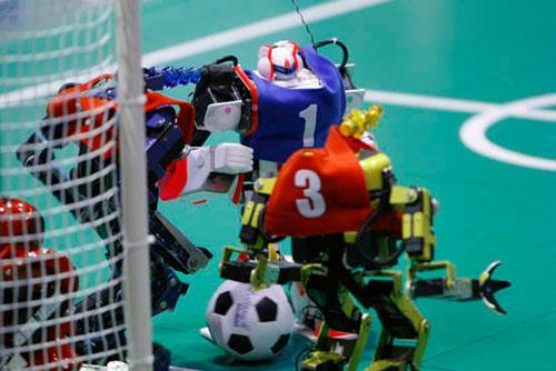 日本东京双足机器人足球赛
