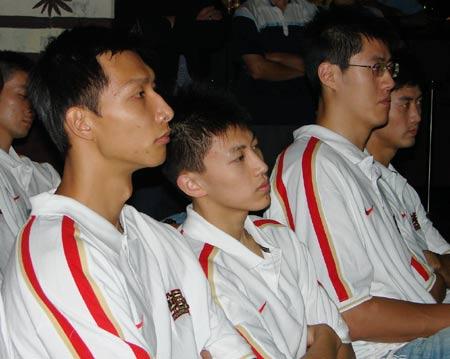 图文:[男篮]达拉斯欢迎晚宴 易建联与刘晓宇