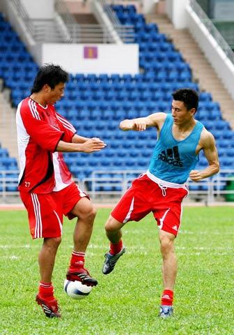 图文:[国足]中国队香港备战 李玮峰攻守兼备