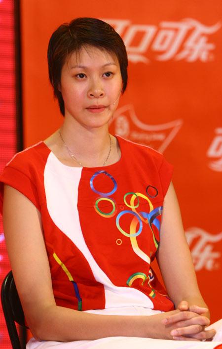图文:北京奥运火炬手选拔活动 赵蕊蕊答记者问