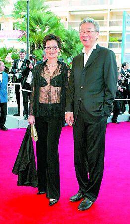 2001年与妻子彭铠立参加戛纳影展,当时已身患癌症。