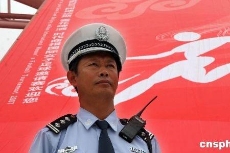 图文:沈阳警方备战奥运足球测试赛 坚守岗位
