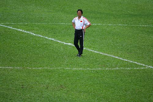 图文:国足备战亚洲杯最后热身赛 主帅冷暖自知