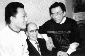 侯耀文(左)和父亲侯宝林(中)、哥哥侯耀华