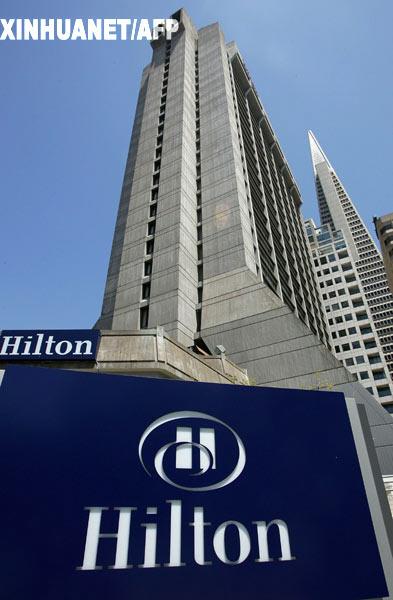 7月3日,美国希尔顿酒店集团宣布,私募股权基金黑石集团以约260亿美元收购了该公司。中国国家外汇投资公司目前拥有黑石集团数十亿美元股权。这是2006年8月1日在美国旧金山拍摄的希尔顿酒店。 新华社/法新