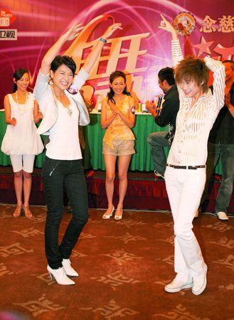 """在昨天发布会上,湖南卫视与TVB分别派出""""镇台之宝""""李宇春与胡杏儿,担任""""舞动先锋""""。"""