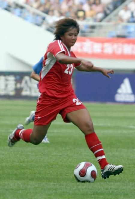 图文:[邀请赛]泰国0-5意大利 带球突破