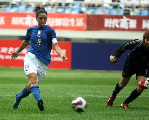 图文:[邀请赛]泰国0-5意大利 意大利队禁区施射