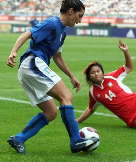 图文:[邀请赛]泰国0-5意大利 泰国队后防失位