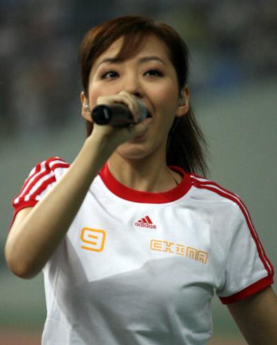 图文:张靓颖崔健沈阳献唱 海豚公主狂飙海豚音