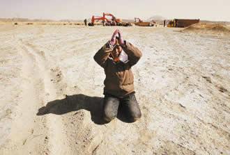 某地村民跪求治理污染