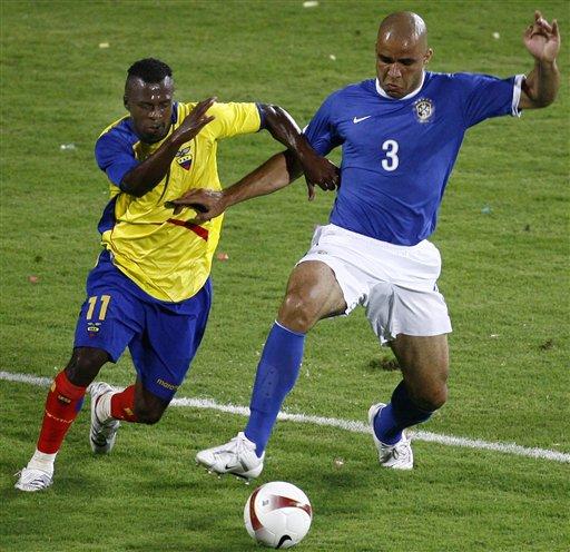 图文:巴西1-0厄瓜多尔 后防铁闸阿莱士