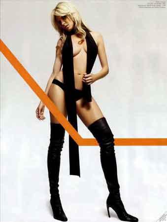 """转任主持人工作的德国名模海蒂·克拉姆,为自己塑造亲和形象,获封""""最佳艺人""""。"""
