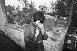 独居老人范有香从小住在神居山村,她的房子已经夷为平地
