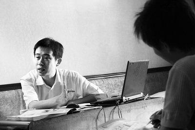 (北京)传媒学院在郑招生的工作人员拿不出任何证件