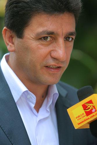 图文:[亚洲杯]国足游泳训练 伊朗主帅接受采访