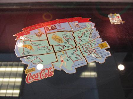 图文:收藏博览会在京开幕 别致的拼装地图造型