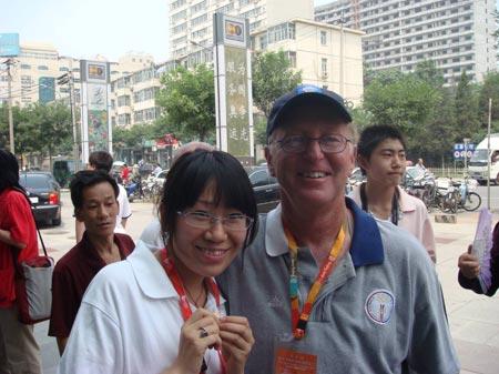 图文:收藏博览会在北京开幕 展示奥运纪念徽章