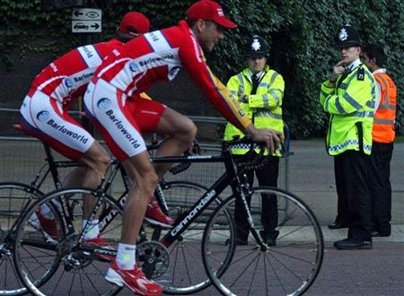 图文:环法自行车赛一触即发 英国巴罗世界车队