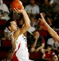 图文:NBA夏季联赛男篮负灰熊 易建联跳投出手