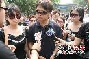 图:冯晓泉 曾格格夫妇携手抵达八宝山前来悼念