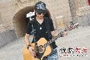 图:快男开始最后彩排 陈楚生依旧吉他不离手