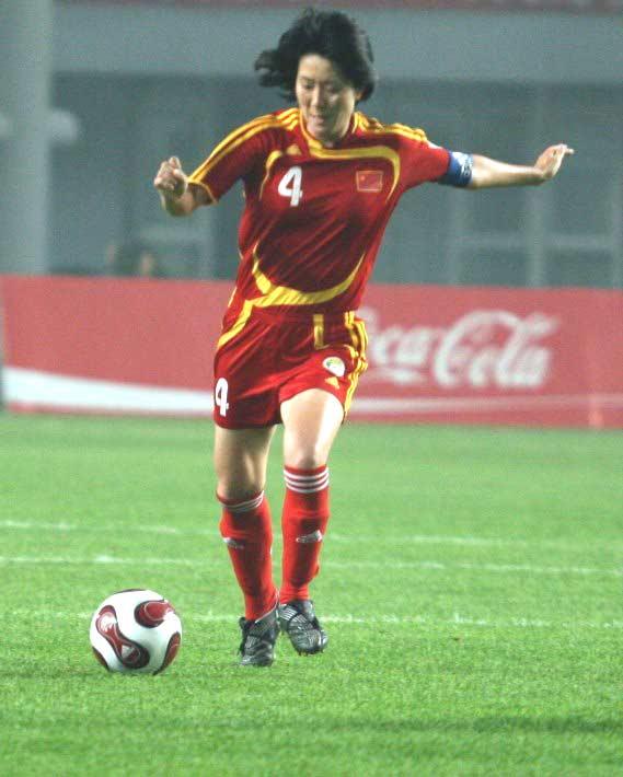 图文:[邀请赛]中国女足VS意大利 浦玮组织进攻