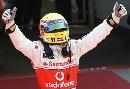 图文:[F1]英国大奖赛排位赛 振臂欢呼的瞬间