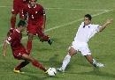 图文:[亚洲杯]泰国VS伊拉克 萨迪尔禁区前反抢