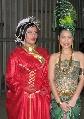 图文:[亚洲杯]开幕式场外美女 红绿搭配养眼