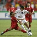 图文:[亚洲杯]泰国VS伊拉克 伊拉克队员突破