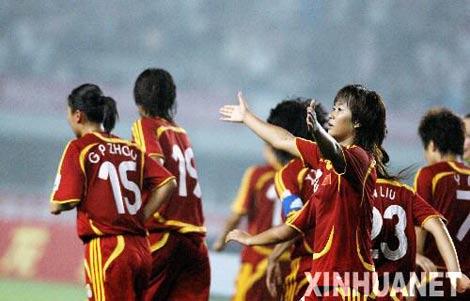 图文:中国女足胜意大利队 韩端进球欢呼庆祝