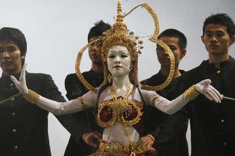 图文:[亚洲杯]开幕式文艺表演 泰国风格的表演