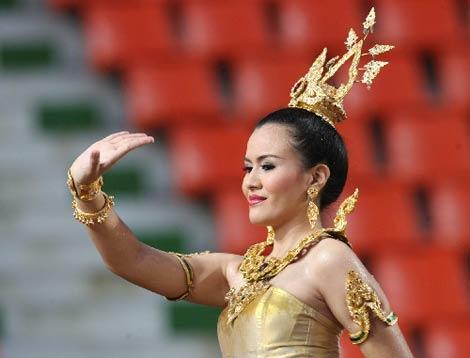 图文:[亚洲杯]开幕式文艺表演 演员精彩舞蹈