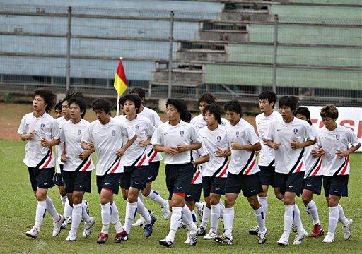 图文:[亚洲杯]韩国印尼首训 独缺曼联大牌