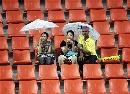 图文:[亚洲杯]开幕式大雨 泰国看台如此空旷